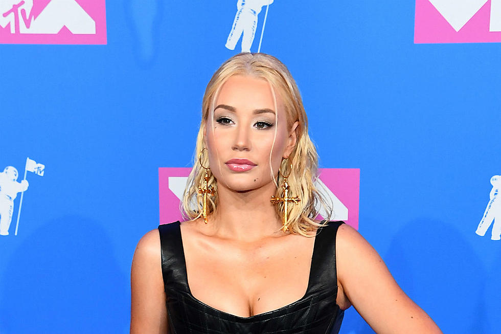 Iggy Azalea deletes Social Media accounts after her nude picture surfaces online